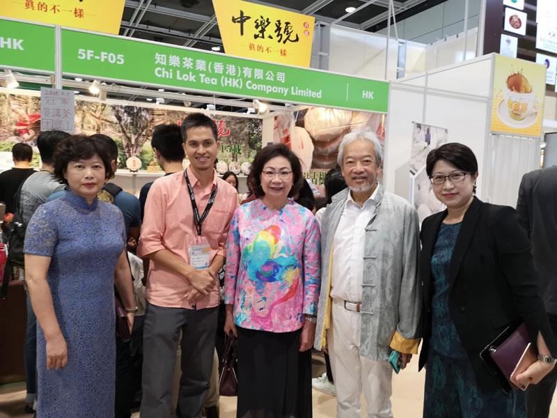 香港前特首夫人也愛喝古樹茶