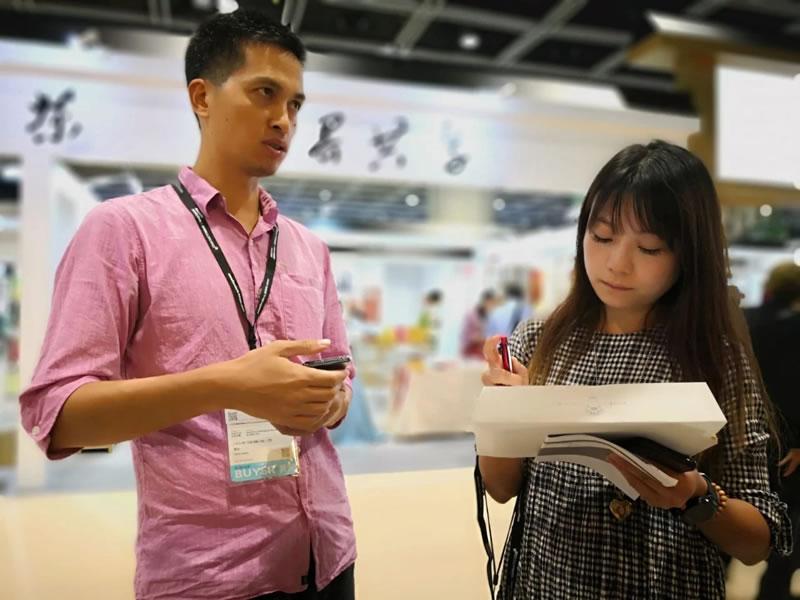 香港信报记者采访 中乐号<a href=http://zlhtea.com target=_blank class=infotextkey>古�洳�</a>创始人- 陈志平